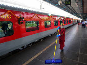 smart-switch-windows-and-opaque-doors-to-greet-rajdhani-passengers